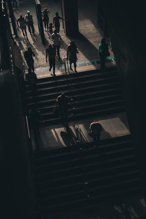 gölgeler, insanlar, merdivenler, metro içeren Ücretsiz stok fotoğraf