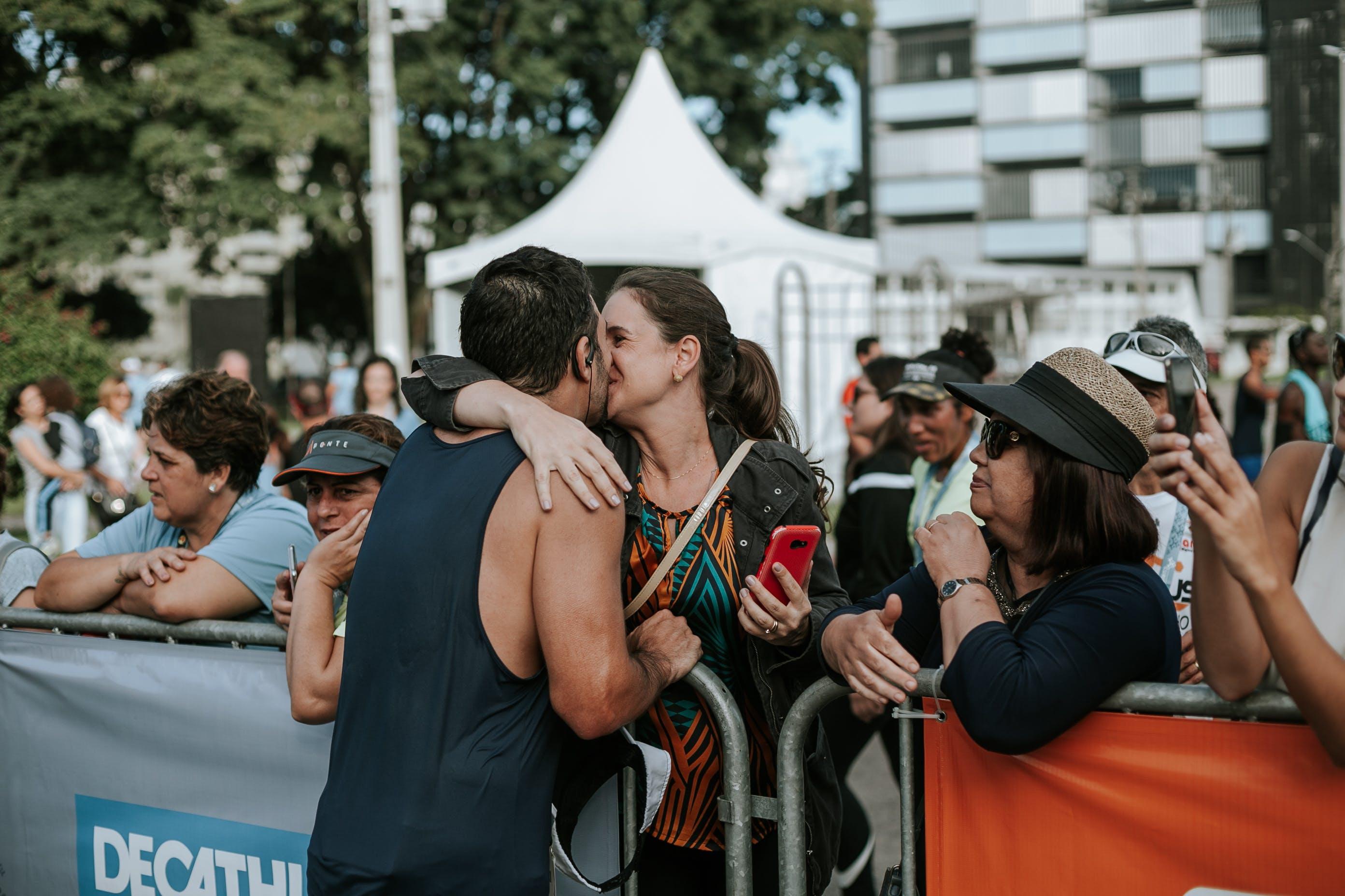 Kostenloses Stock Foto zu frau, küssen, liebe, mann