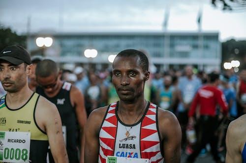 Foto d'estoc gratuïta de acció, adult, atleta, atletisme