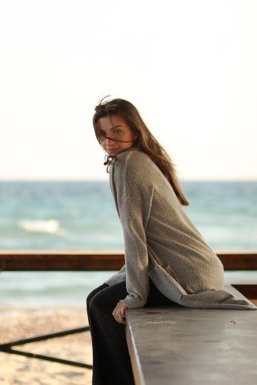 Foto profissional grátis de atraente, beleza, mulher, oceano