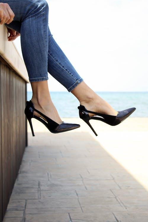 คลังภาพถ่ายฟรี ของ ขา, รองเท้า, รองเท้าส้นสูง, สวมใส่