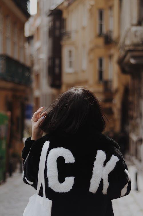 人, 后背, 女人, 穿著 的 免费素材照片