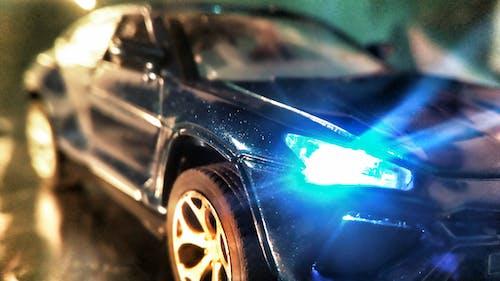 araba, araba farları, araba iç mekanı, araba kaputu içeren Ücretsiz stok fotoğraf