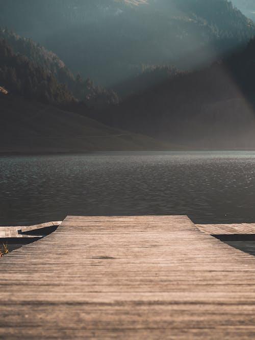 dağlar, göl, yaz içeren Ücretsiz stok fotoğraf