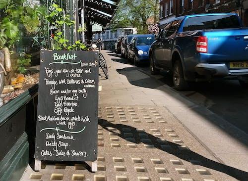 Darmowe zdjęcie z galerii z bruk, chodnik, jedzenie, jedzenie na mieście