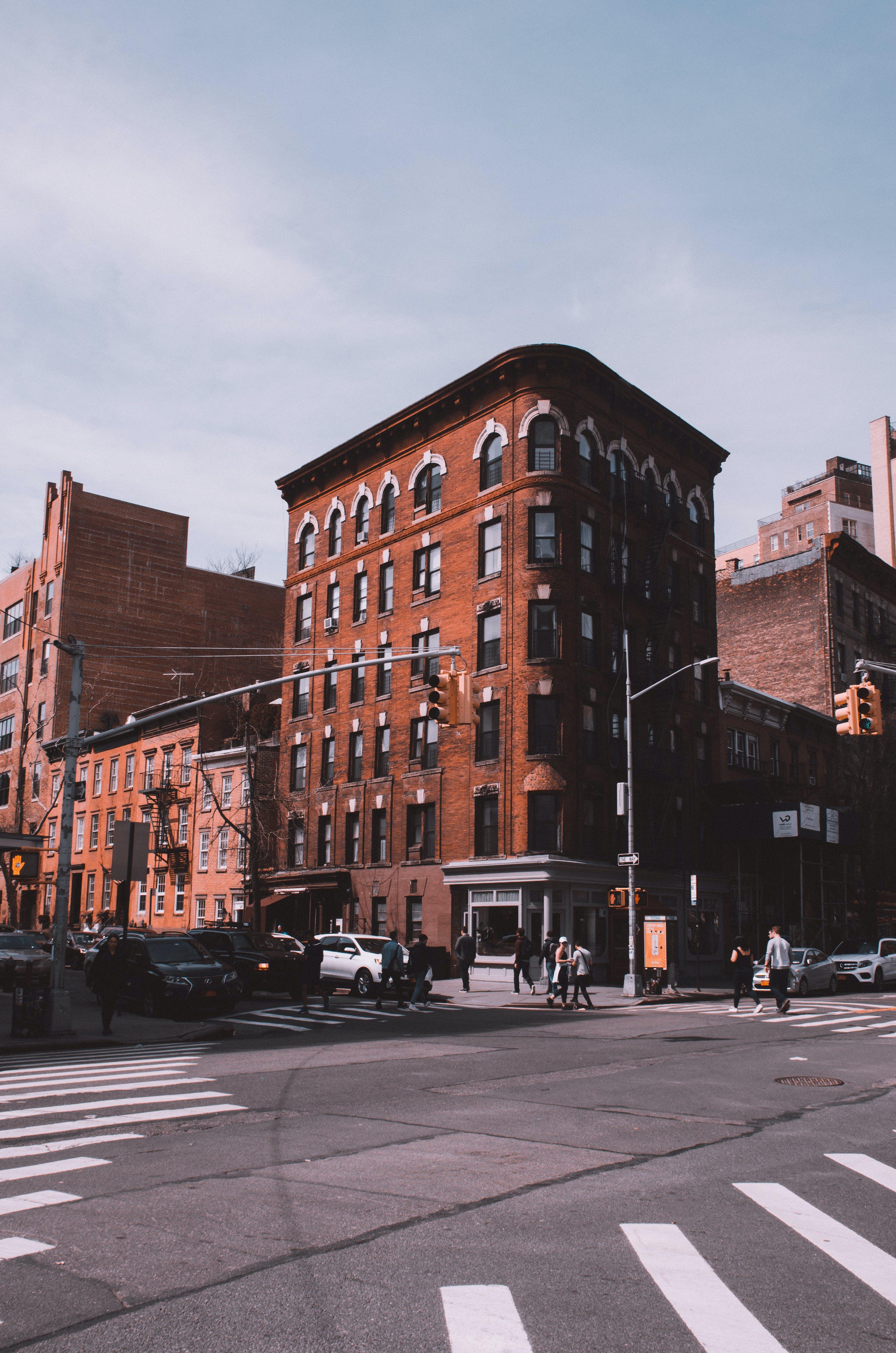 Fotobanka sbezplatnými fotkami na tému architektúra, autá, automobily, budovy
