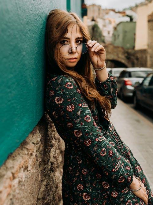 거리, 귀여운, 도시의, 드레스의 무료 스톡 사진