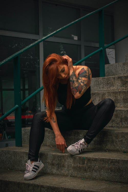 Fotos de stock gratuitas de actitud, desgaste, diseñar, mujer