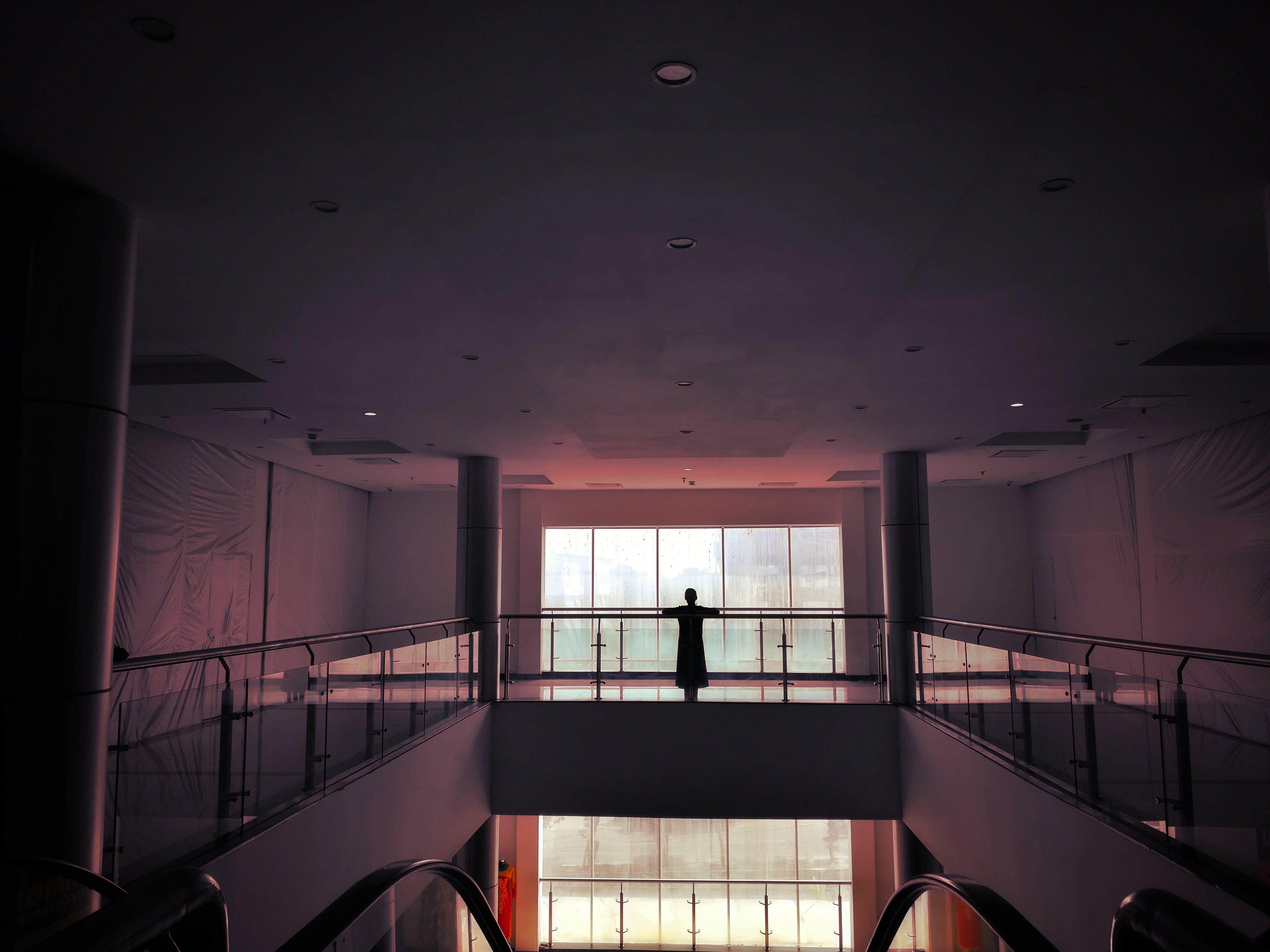 Fotos de stock gratuitas de centro comercial, chica, cristal, edificio