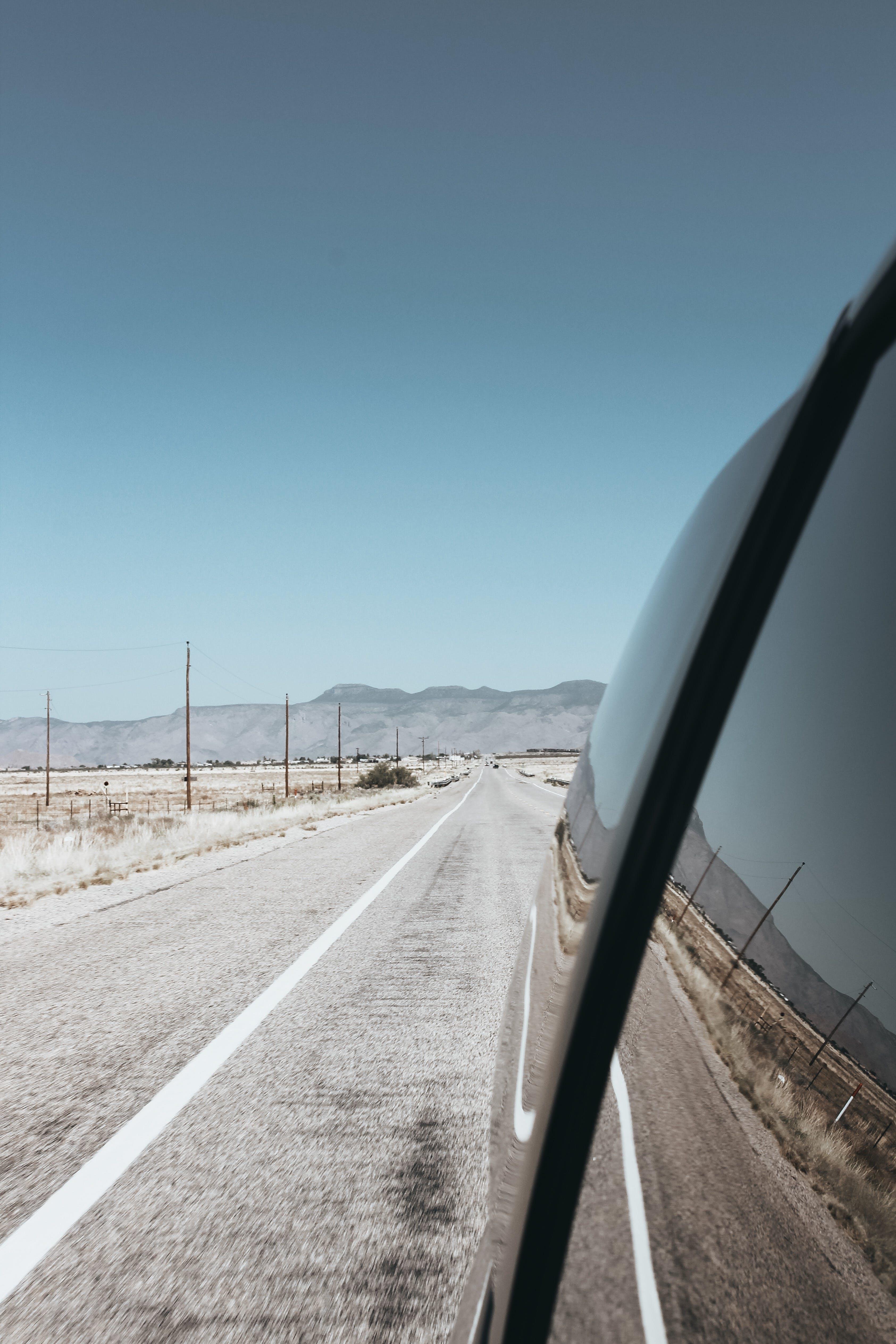 Gratis arkivbilde med asfalt, bil, hovedvei, kjøretøy