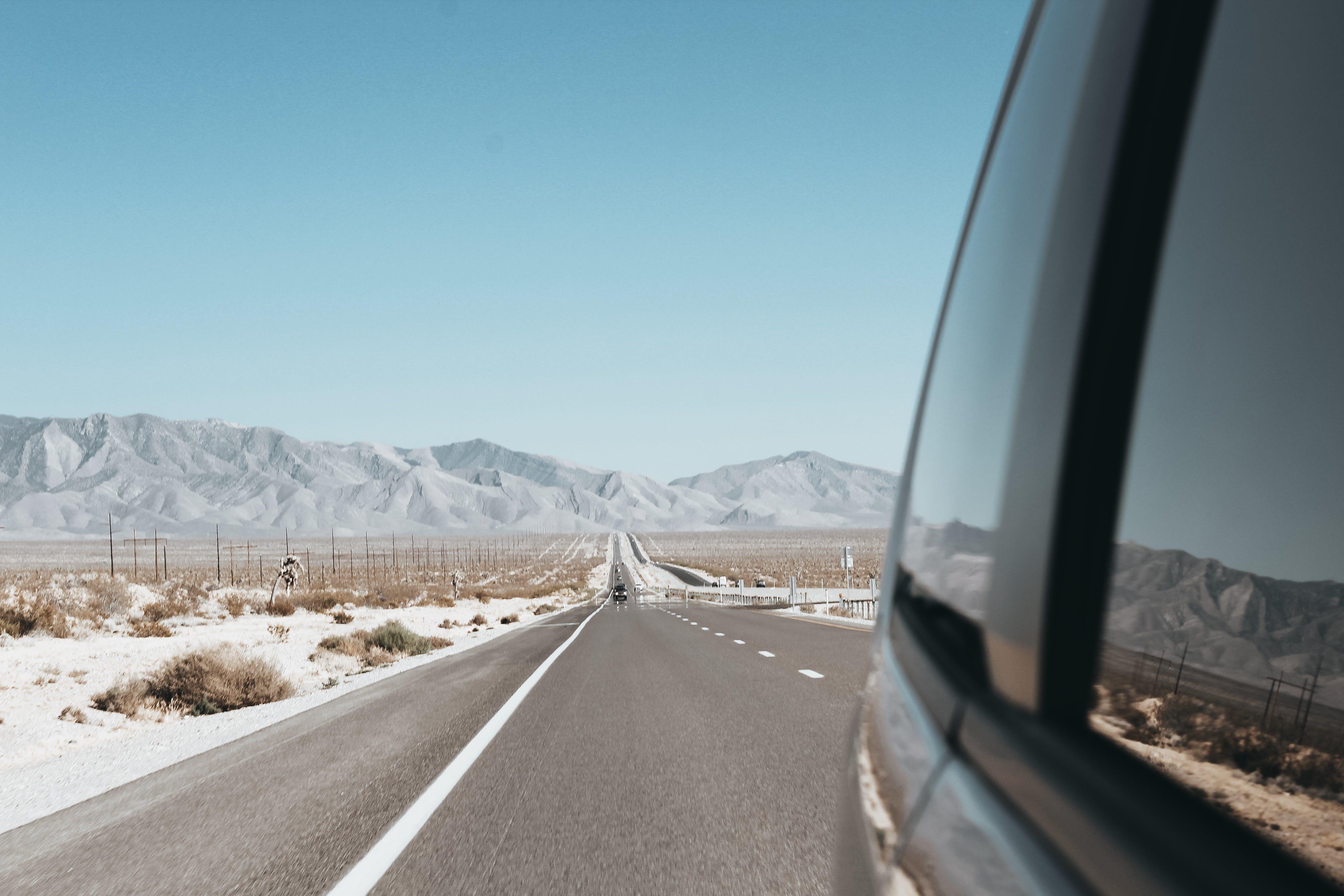 Kostenloses Stock Foto zu asphalt, ausflug), autofenster, autos