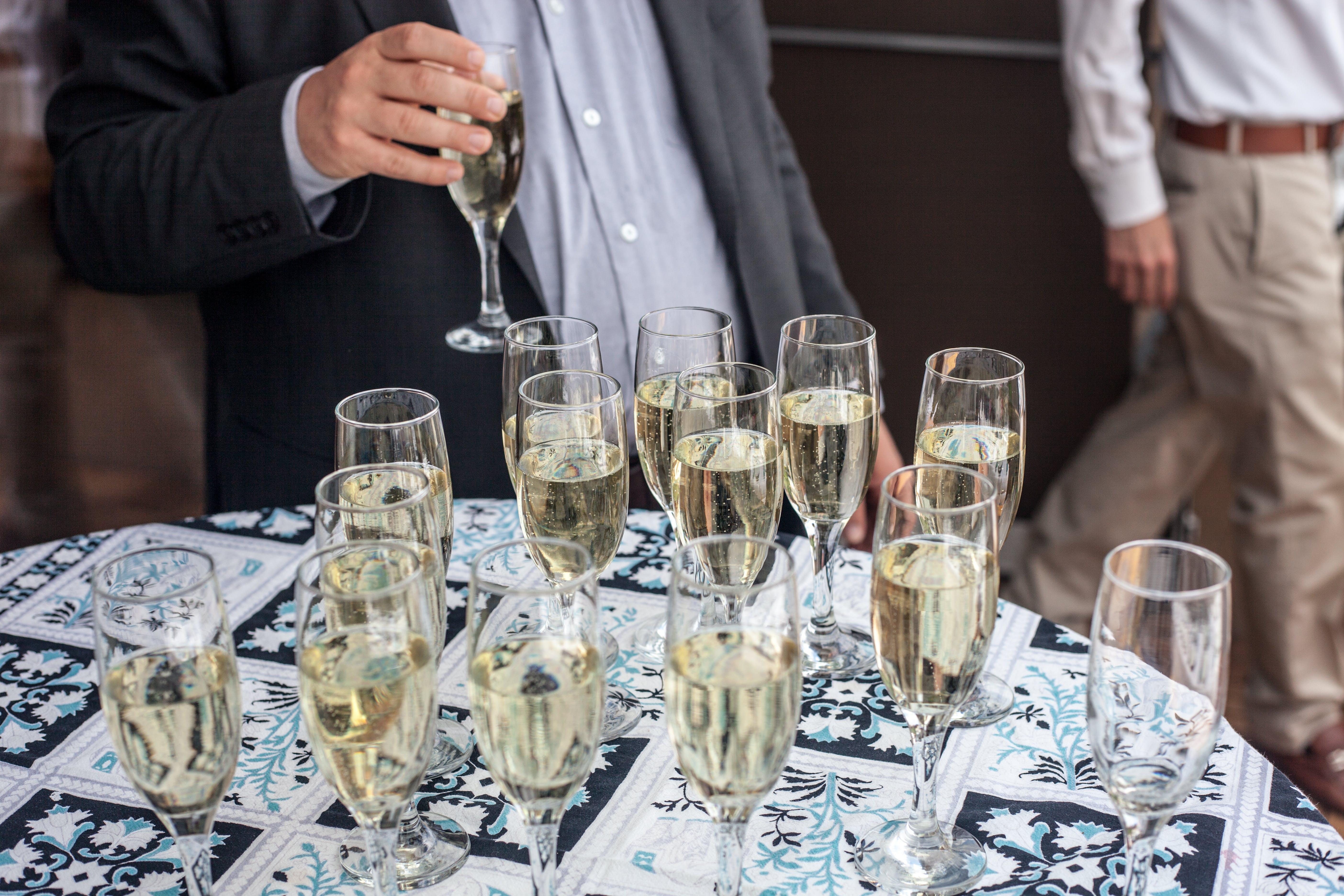 Foto profissional grátis de champagne, comemoração, festa de negócios, festa de verão