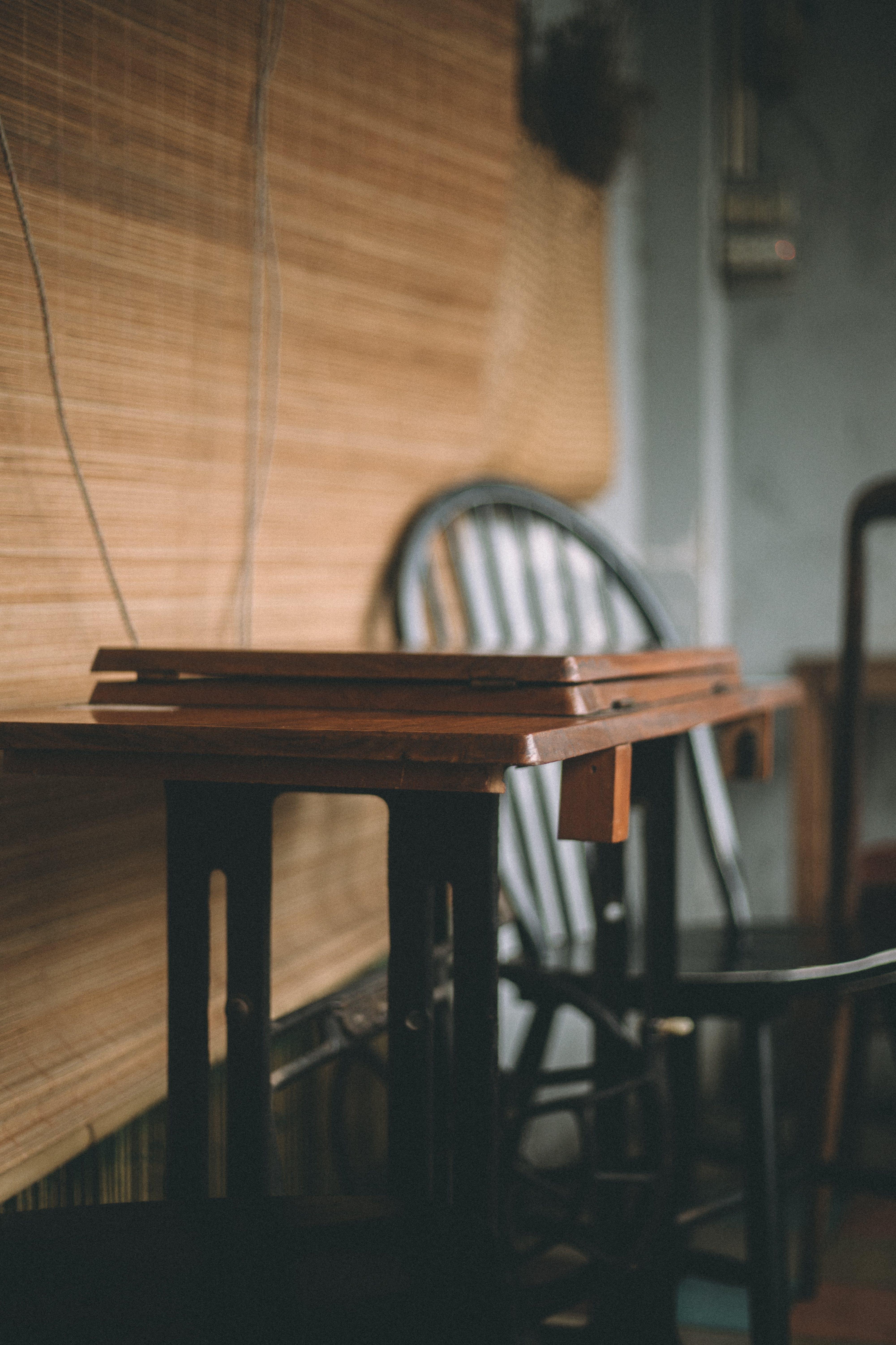 Foto profissional grátis de cadeira, casa, cômodo, de madeira