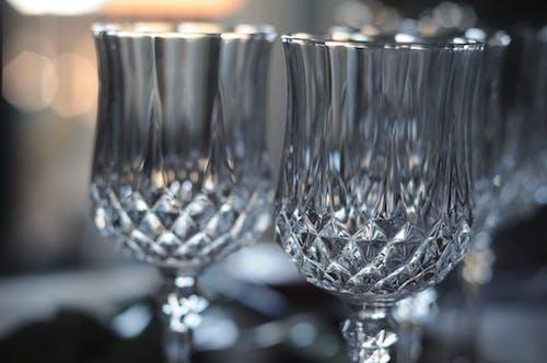 Gratis arkivbilde med drikkeglass, krystallglass, refleksjon, spisebord