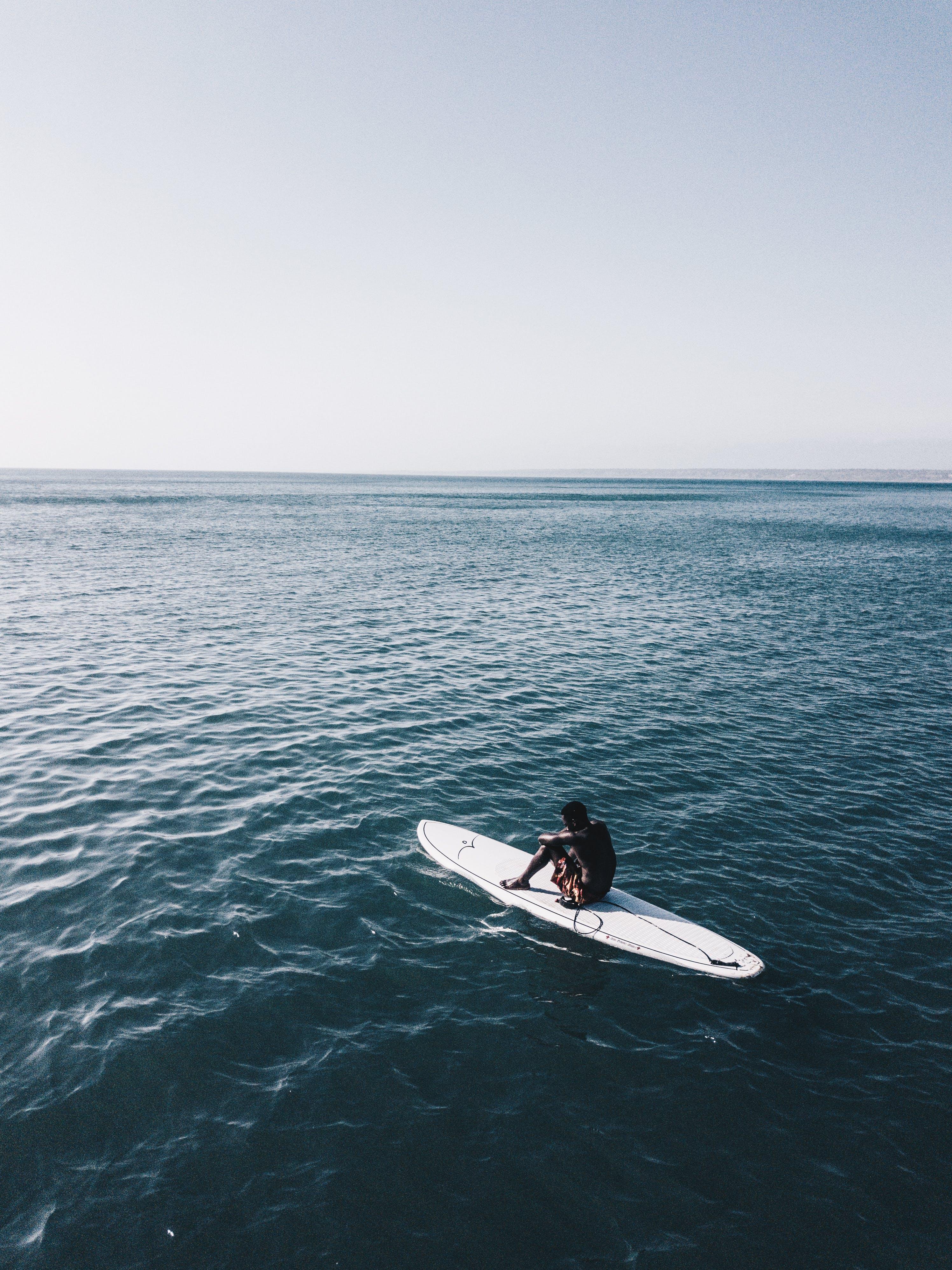 Ingyenes stockfotó Férfi, óceán, személy, szörfdeszka témában