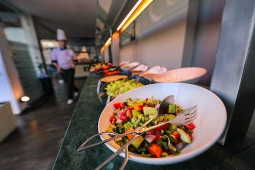 Kostenloses Stock Foto zu büffet, drinnen, essen, essensfotografie