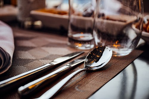 Kostnadsfri bild av bassäng, bestick, kniv, porslin