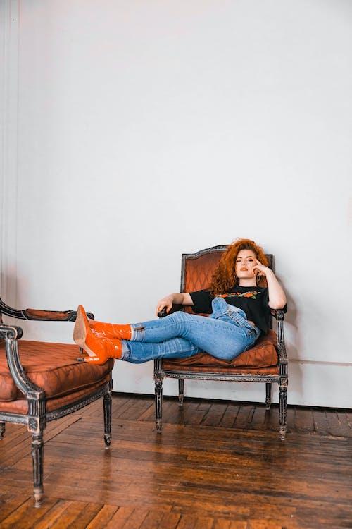 Foto profissional grátis de assento, atraente, beleza, bem-estar