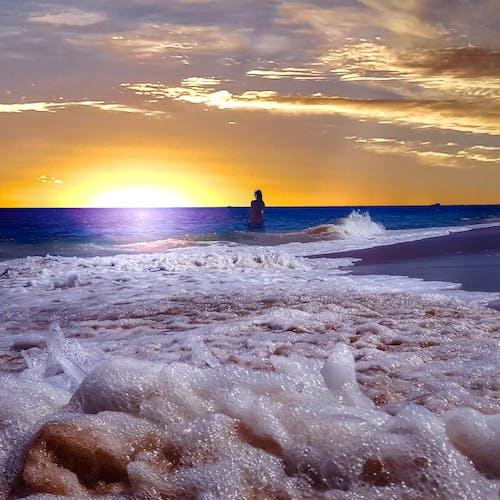 Free stock photo of Agua de mar, cielo al atardecer, muchacha de playa, playa