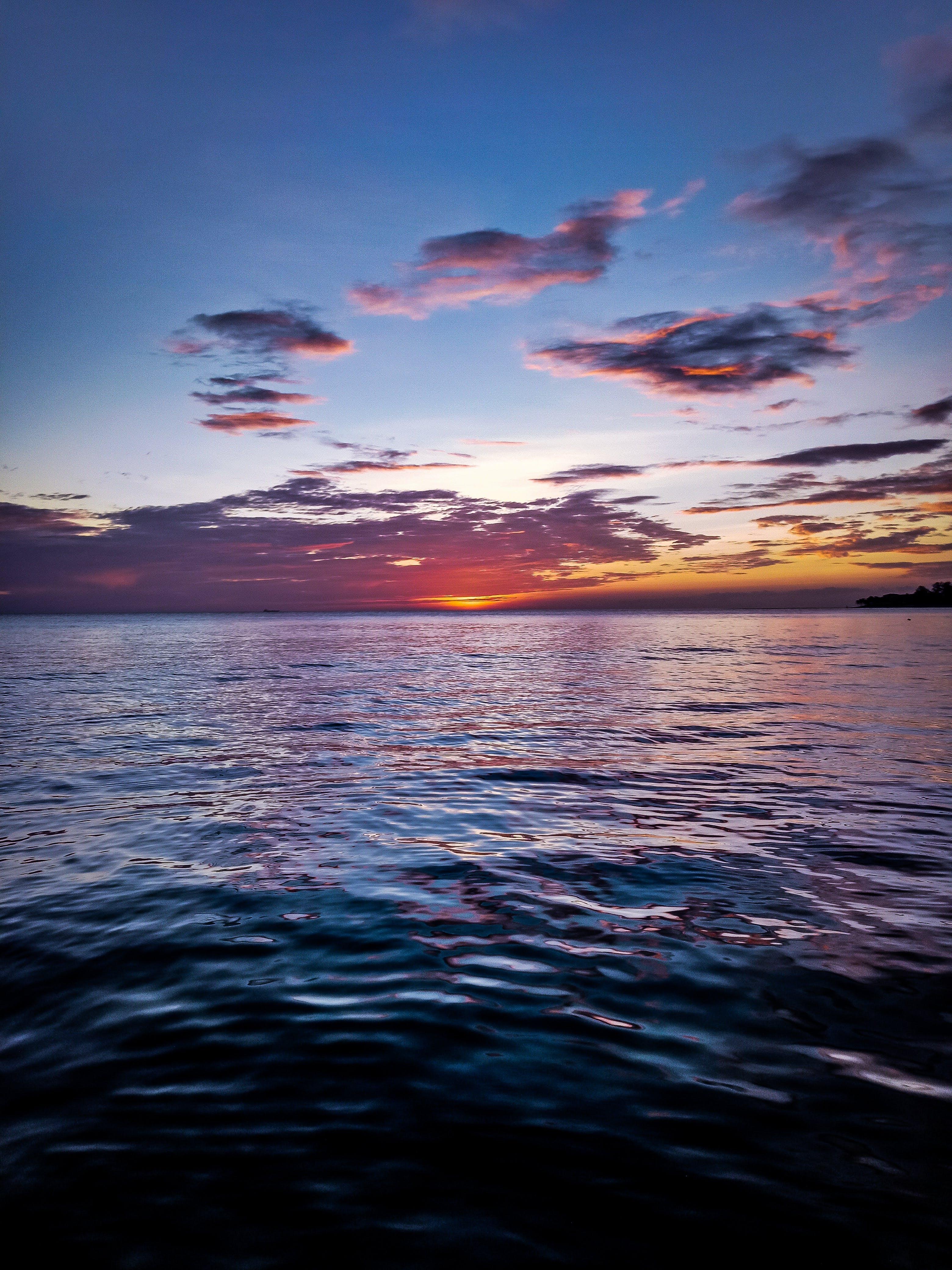 Безкоштовне стокове фото на тему «skyscape, берег моря, відображення, вечір»