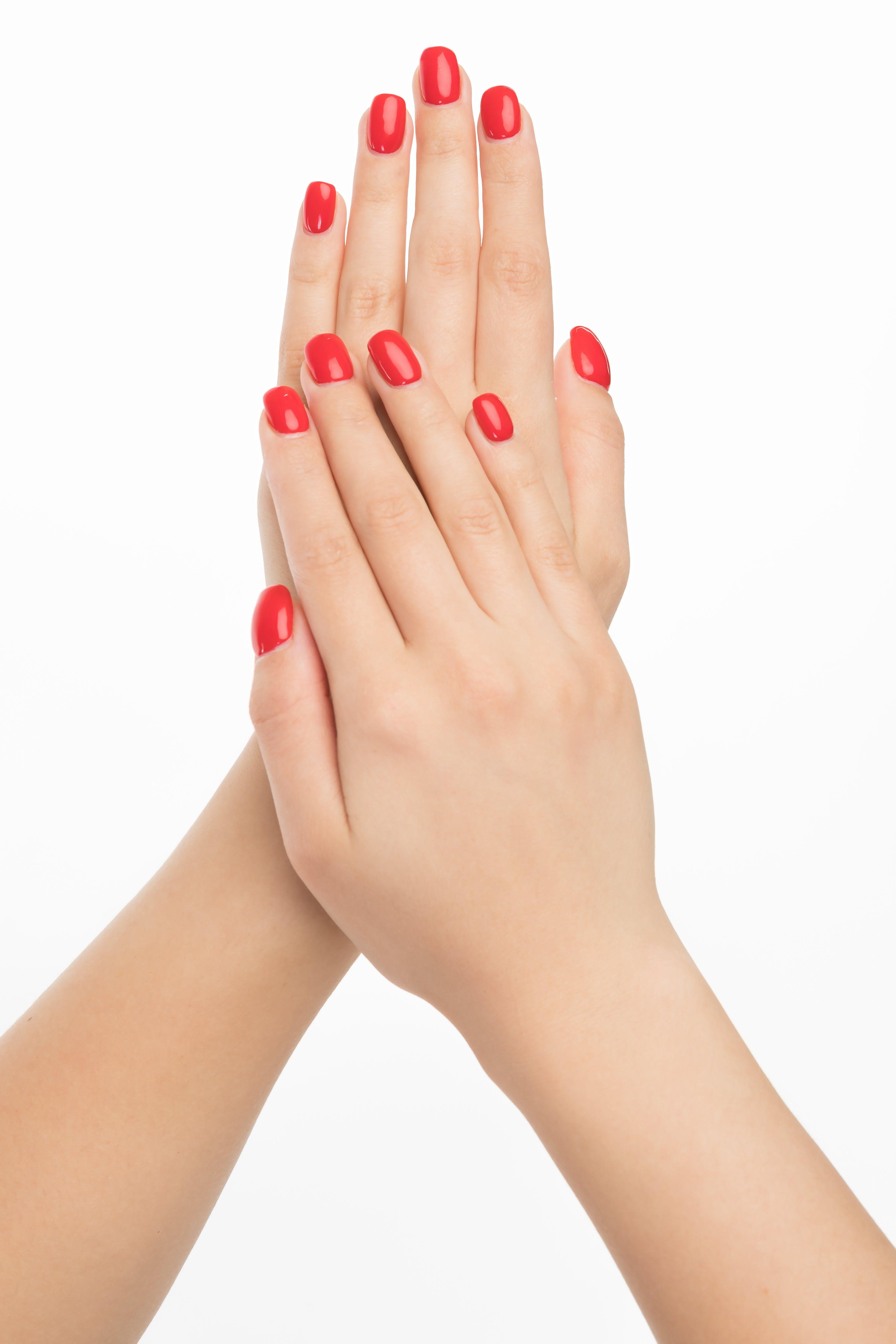 Бесплатное стоковое фото с белый фон, гвозди, женская рука, женщина