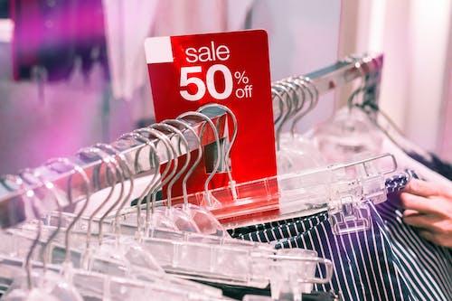 , alışveriş Merkezi, alışveriş yapmak, asılı içeren Ücretsiz stok fotoğraf