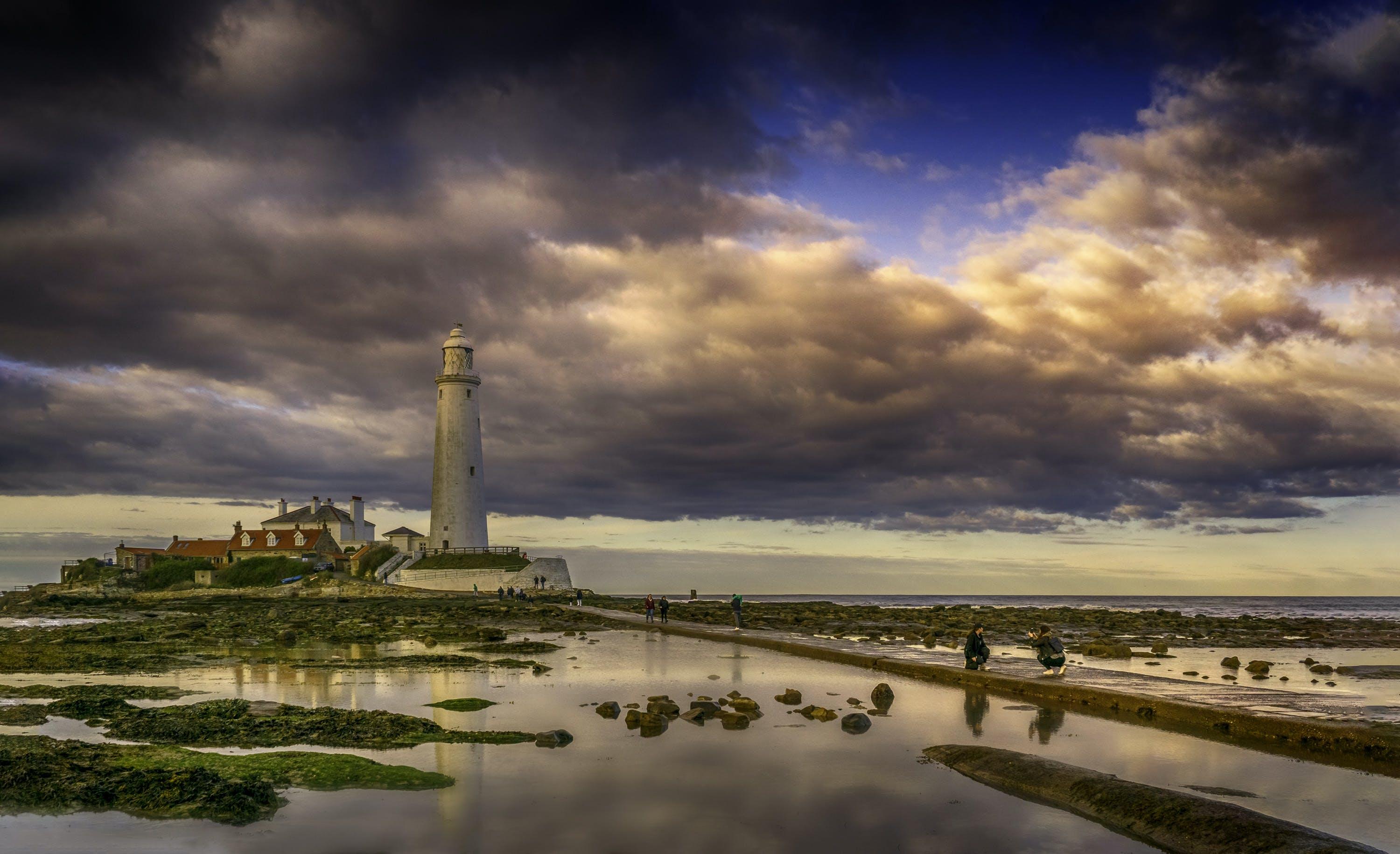 Foto profissional grátis de alvorecer, arquitetura, beira-mar, cair da noite
