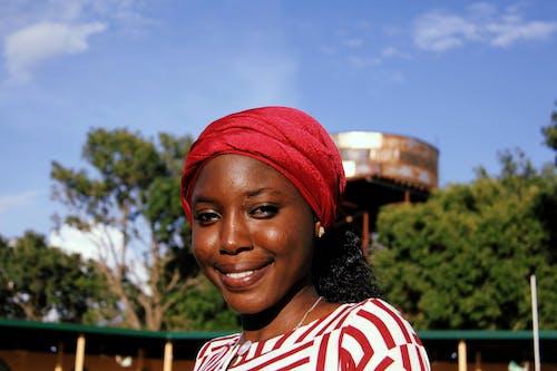 Безкоштовне стокове фото на тему «африканська жінка, Гарний, жінка, красива жінка»