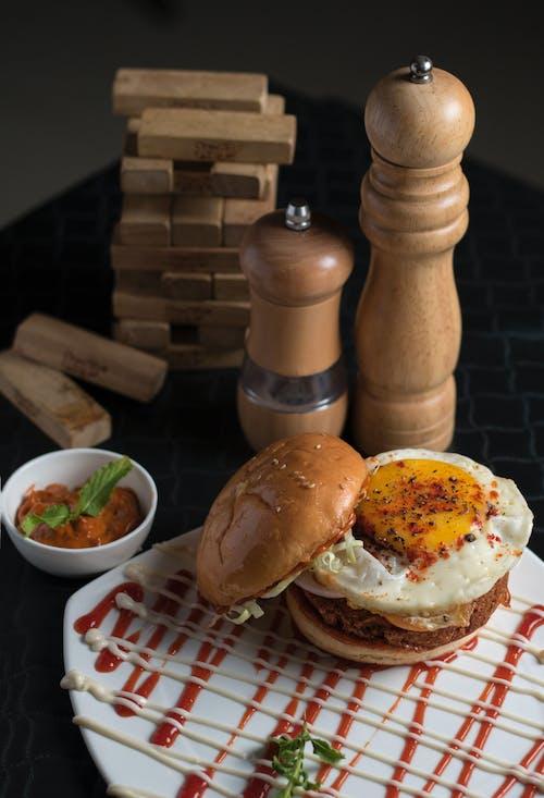 Foto profissional grátis de alimento, almoço, delicioso, hambúrguer
