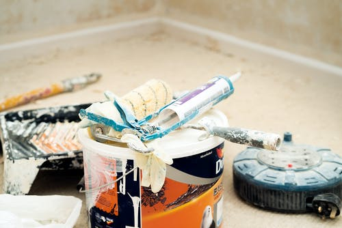 Бесплатное стоковое фото с банка краски, белая краска, беспорядочный, ведро краски