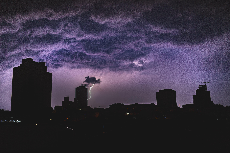 剪影, 城市, 塔, 天氣 的 免费素材照片