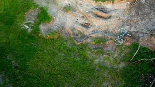失去了自行车, 田, 自行車, 草 的 免费素材照片