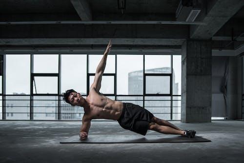 Foto stok gratis atlet, badan, bangunan, bertelanjang dada