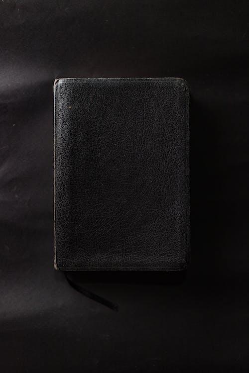 Gratis lagerfoto af Bibel, bog, læder, sort