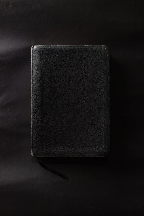 Gratis arkivbilde med bibel, bok, lær, svart