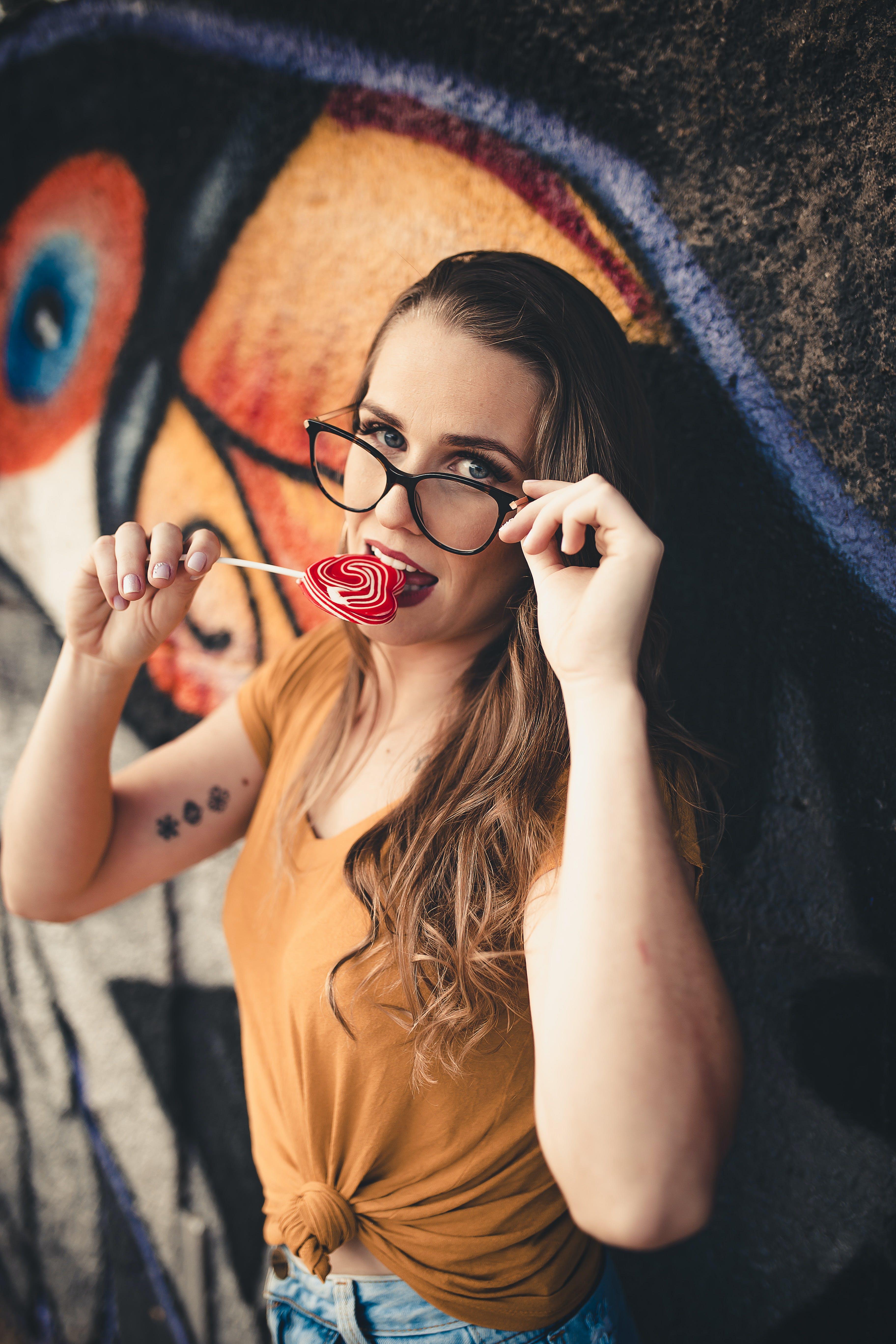 Základová fotografie zdarma na téma atraktivní, bokeh, brunetka, brýle