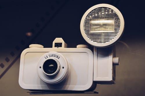 Kostnadsfri bild av blixt, gamla skolan, kamera, klassisk