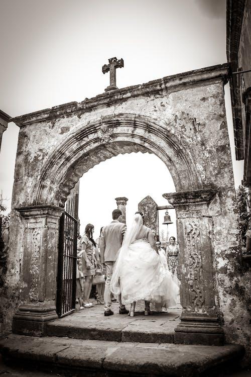 Foto d'estoc gratuïta de boda, entrada, Església, felicitat