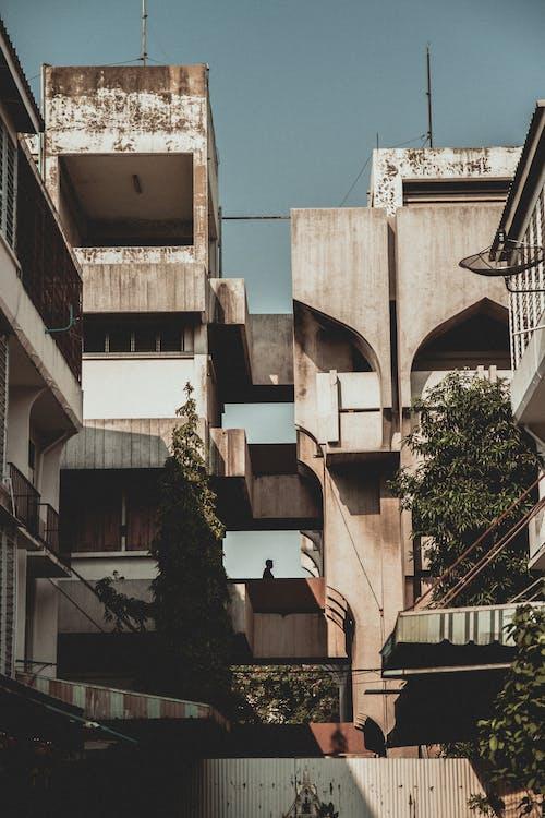 Gratis stockfoto met architectueel design, architectuur, beton, bomen