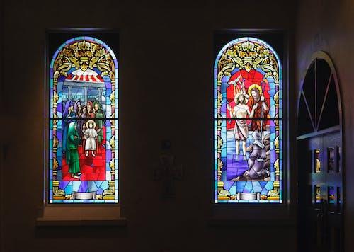 Immagine gratuita di bibbia, bicchiere, cattolico, chiesa