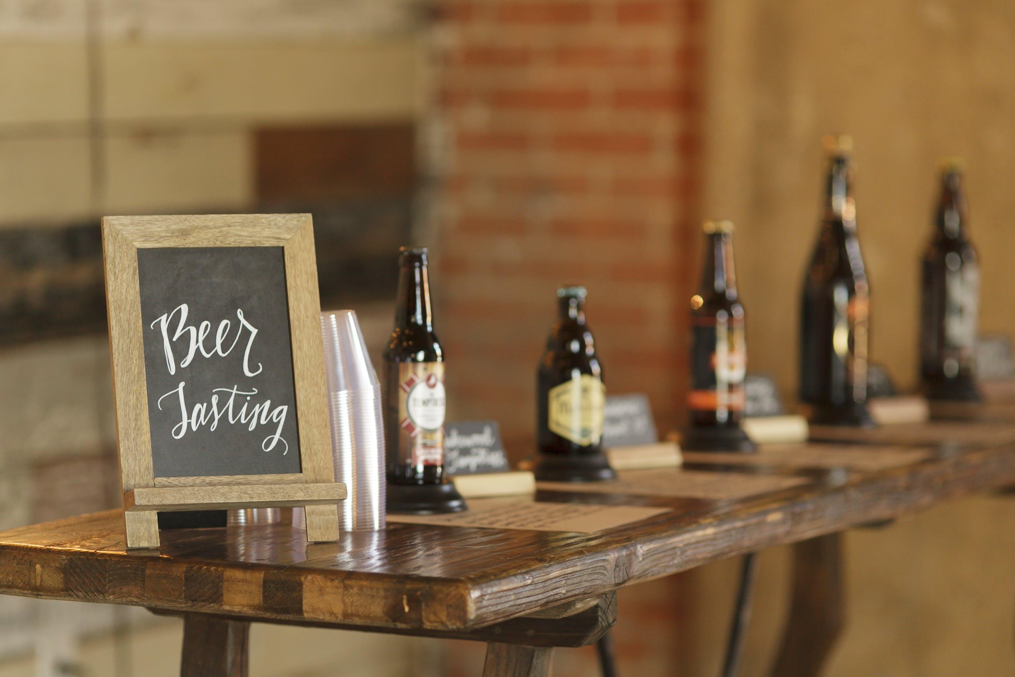 Gratis lagerfoto af dallas, flasker, tavle, øl