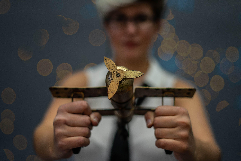 Immagine gratuita di aereo, bokeh, donna, forza