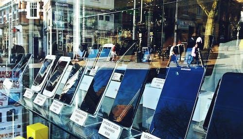 Darmowe zdjęcie z galerii z dzwonić, odbicie, okno, telefony