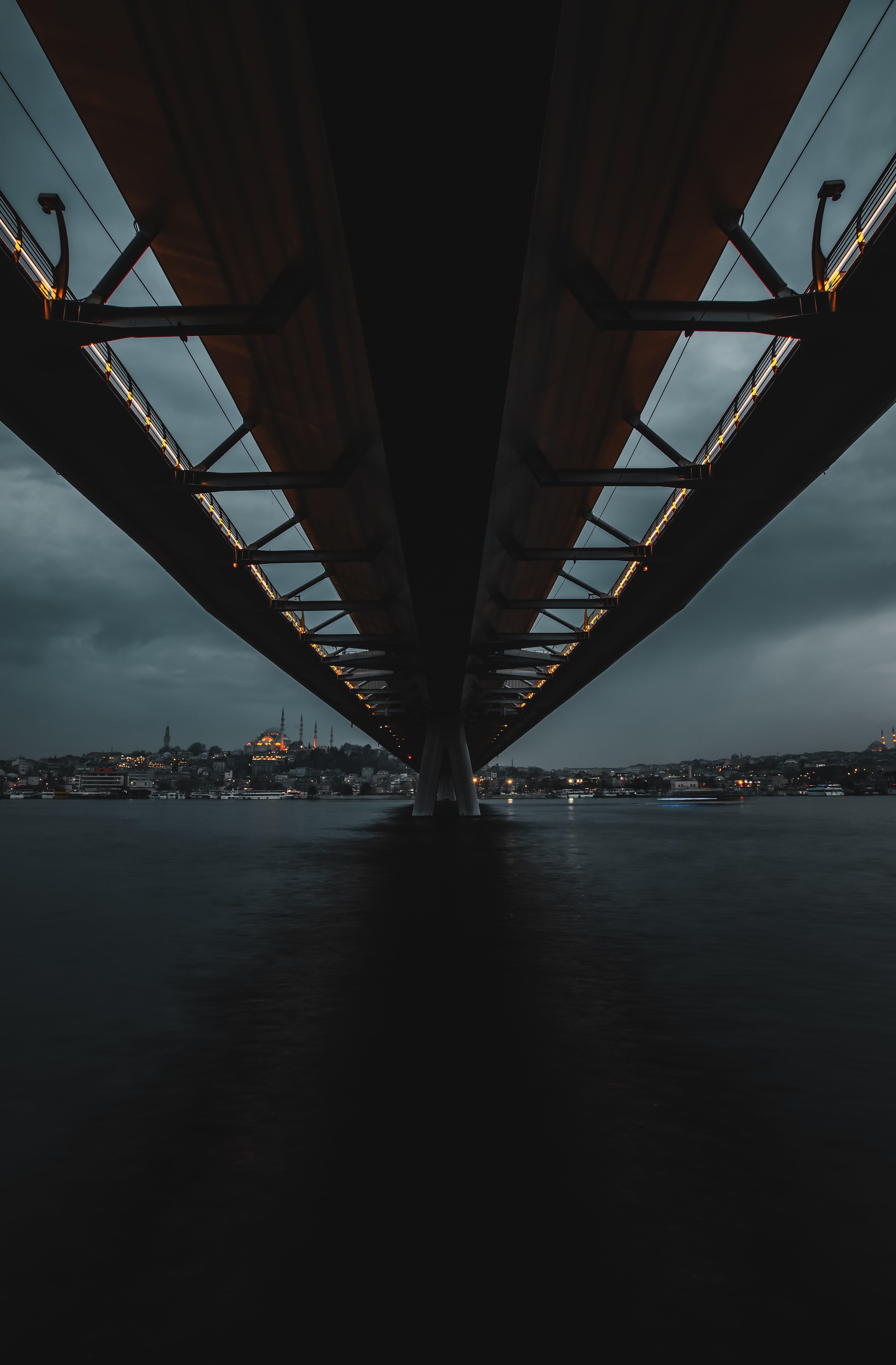 Foto stok gratis Arsitektur, jembatan, malam, sungai