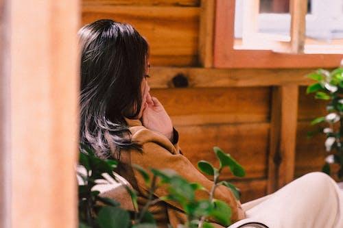 Kostnadsfri bild av anläggning, ansiktsuttryck, asiatisk kvinna, avslappning