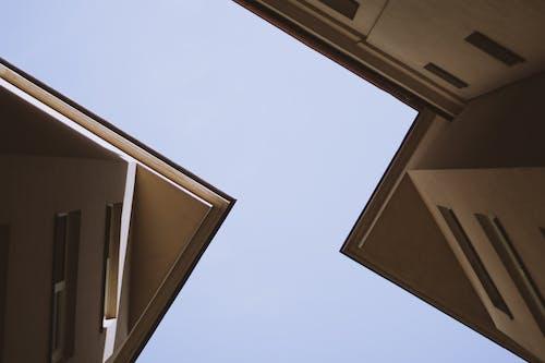 Ingyenes stockfotó ablak, alacsony szögű felvétel, ég, építészet témában