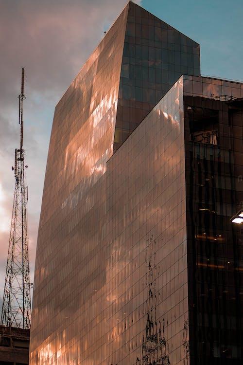 Gratis arkivbilde med arkitektur, atmosfærisk kveld, refleksjon, urban