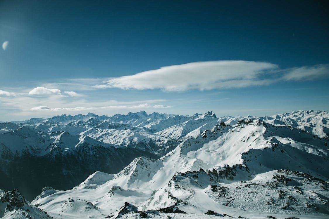Vogelperspektive Der Schneebedeckten Berge