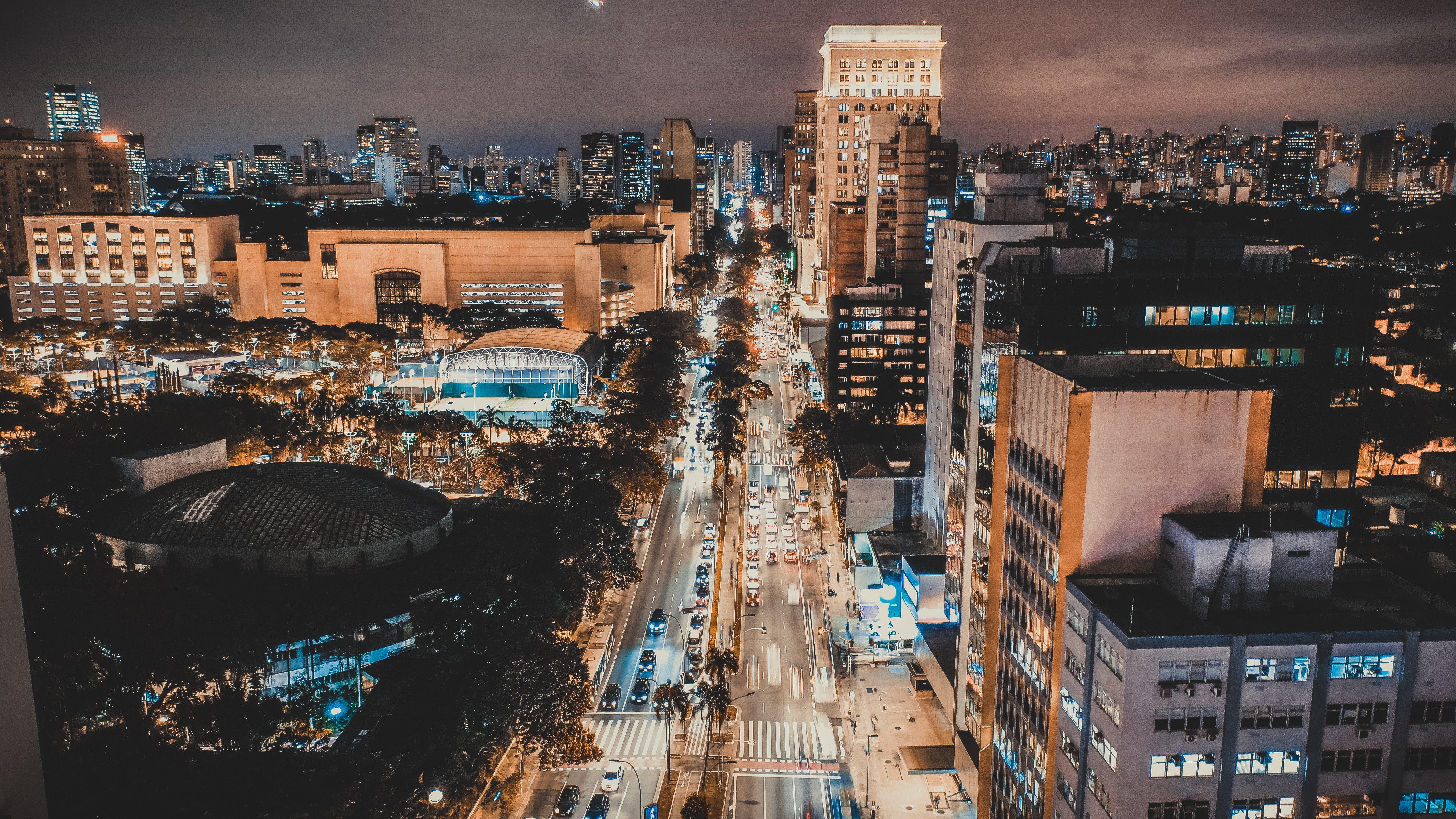Foto profissional grátis de área urbana, arquitetura, arranha-céus, centro da cidade