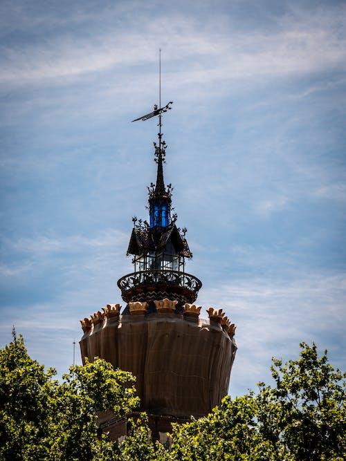 Foto stok gratis bangunan terkenal, barcelona, desain arsitektur, langit biru